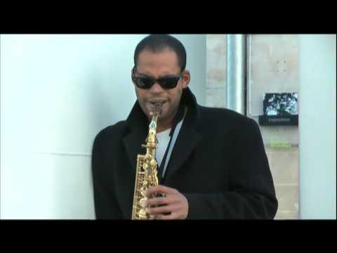 Nouveau talent , Homme qui joue du saxophone